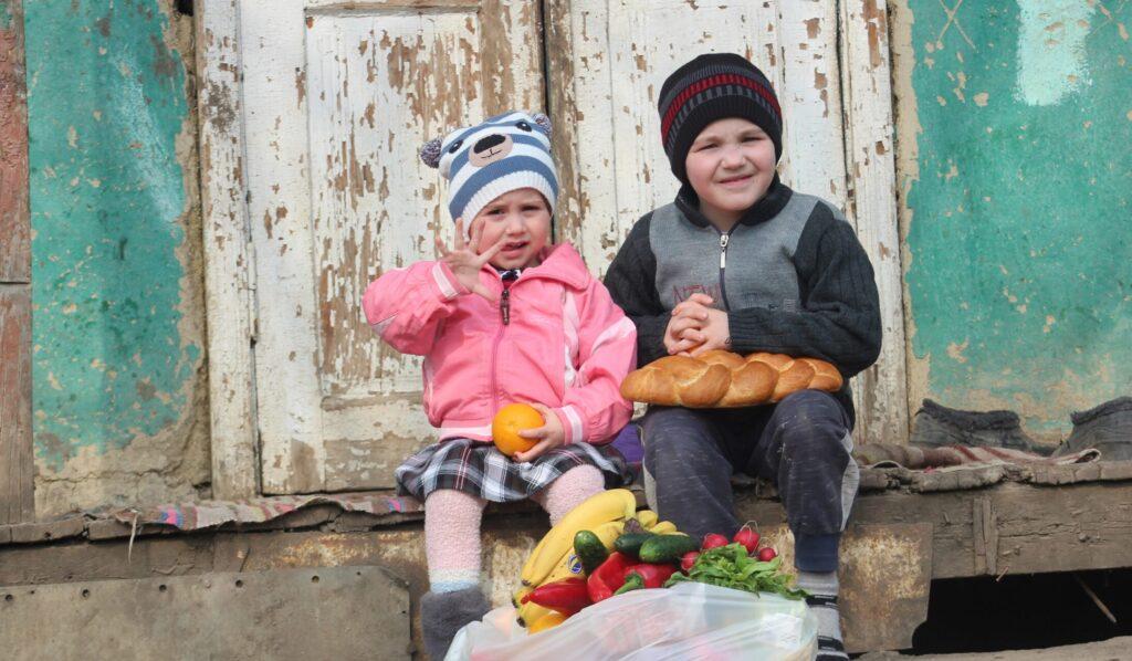 Moldovan children with food